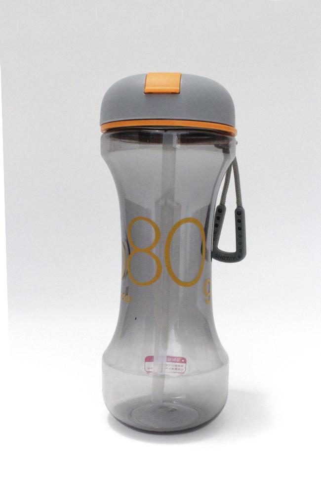 Botella para agua con capacidad de 600 ml , boquilla con popote de silicon , seguro anti derrames