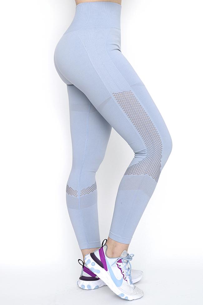 FLEX SPORT  son leggins sin costura , a prueba de sentadilla , que quiere decir ? que no te vas a preocupar de que se transparenten al momento de hacer tu rutina , se ajustan perfectamente a tu cuerpo sin causar molestias gracias a su tecnología sin costuras. Cuentan con pretina alta que contornea tu figura  y perforaciones en zonas estratégicas que mejoran la ventilación